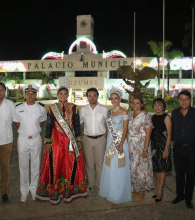 Inauguran las fiestas patrias con el encendido de luces en el palacio municipal de Cozumel
