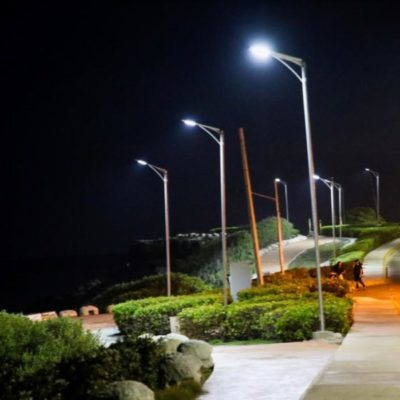 Continúan trabajos de mantenimiento y cambio de luminarias en calles de Isla Mujeres