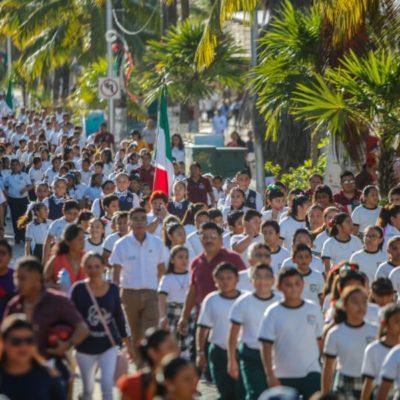 Participan más de 700 personas en el desfile cívico-militar del 16 de septiembre en Isla Mujeres