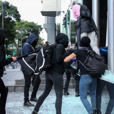 Considera AMLO que causantes de disturbios en marcha de los 43 no son anarquistas sino conservadores