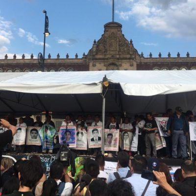 Marchan en la CDMX a cinco años de la desaparición de los 43 normalistas de Ayotzinapa