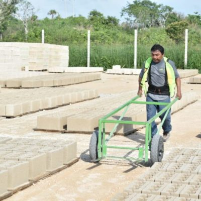 Inauguran la primera fábrica bloquera en José María Morelos