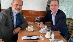 Critican supuesta propina que dejaron Gustavo Madero y Ricardo Anaya en una cafetería
