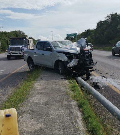 Choque de camioneta contra poste en Calica deja cuatro lesionados