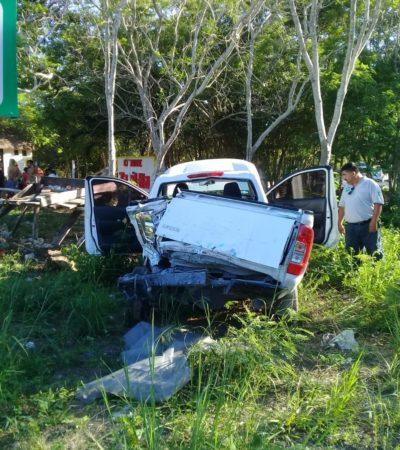 Autobús saca a camioneta de la carretera Tulum-Cobá