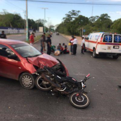Choque entre moto y coche deja dos lesionados en Chetumal