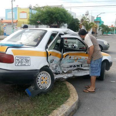 Fuerte choque solo deja daños materiales en Chetumal