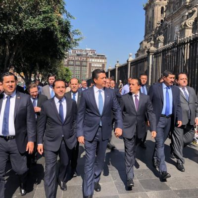 GOBERNADORES DEL PAN LLEGARON EN BLOQUE AL INFORME: Nuevo gesto de Carlos Joaquín de acercamiento con el panismo