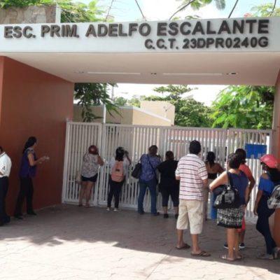 Denuncian a directora de primaria por cerrar acceso para obligar a los estudiantes a consumir en tienda del plantel