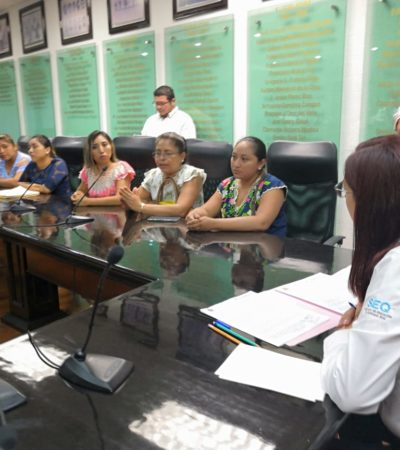 Familias de Tihosuco interceptan a secretaria de Educación, tras comparecencia