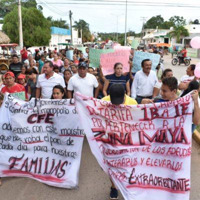 """""""ACABEMOS CON ESTE MONSTRUO QUE SE ROBA EL PAN DE NUESTRAS FAMILIAS"""": Toman de forma indefinida oficinas de CFE en José María Morelos"""