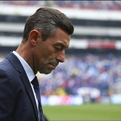 Fuera Pedro Caixinha del Cruz Azul luego el empate contra Chivas
