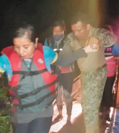 Rescata Marina a 39 kayakistas luego de quedar atrapados por lirio acuático en el río Coatzacoalcos
