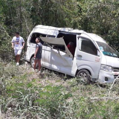 Choca unidad de pasajeros en la vía Tekit-Telchaquillo; saldo de 14 lesionados