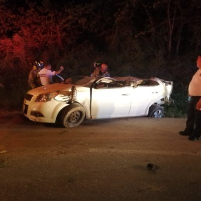 CARRETERAZO DE CUBANOS EN LA RIVIERA MAYA: Tres lesionados por volcadura de auto a la altura del Blue Bay