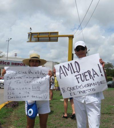 """""""QUE AMLO RESPETE LAS LEYES"""": Se manifiestan en Cancún durante el informe presidencial en desacuerdo con políticas públicas"""