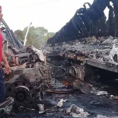 Chocan de frente dos tráilers en la carretera Villahermosa-Frontera; mueren ambos conductores