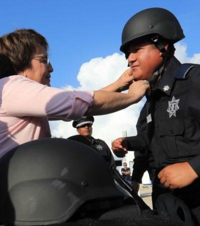 Entrega Laura Beristain equipamiento a policías de Solidaridad