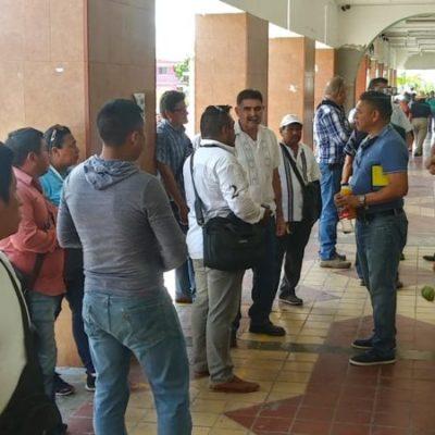 """Desalojo de locatarios de pasillos del mercado """"Altamirano"""" provoca manifestación contra gobierno de Otoniel Segovia"""