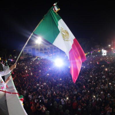 TAMPOCO HUBO PIROTECNIA EN EL 'GRITO' DE PLAYA: Encabeza Laura Beristain ceremonia por la Independencia en Solidaridad… y con concierto de Lila Downs