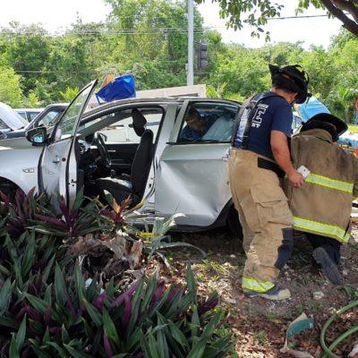 Colisión vehicular en Playa deja a tres personas heridas