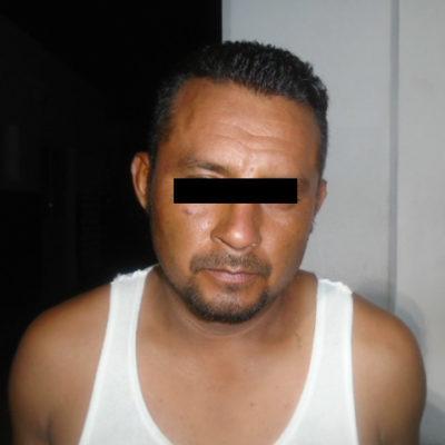 Arrestan a un hombre tras asaltar una farmacia en la SM 23 de Cancún