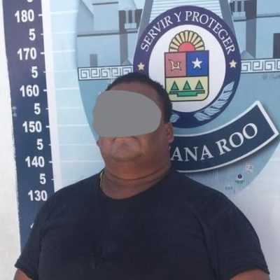 Detienen a policía en Cancún por 'mordida' de 165 dólares a turistas