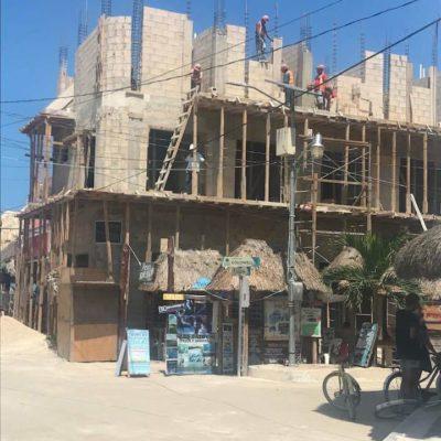 OTRO 'NIVARDAZO' EN HOLBOX: Denuncian construcción de edificio que sobrepasa límites establecidos en el PDU de la isla
