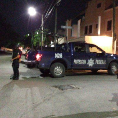 ENFRENTAMIENTO EN LA SM 50 DE CANCÚN: Fuerte operativo por presunta casa de seguridad deja detenidos y una policía herida