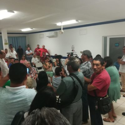 Socios de la Canaco rechazan proyecto para instalar parquímetros y, sin dejarlo hablar, expulsan de reunión a empresario concesionario