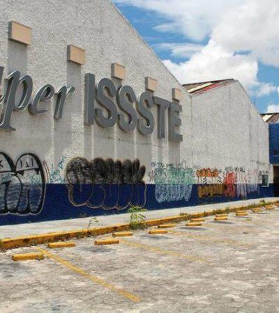 Hallan más de 100 frascos con restos humanos y un feto en edificio abandonado que ocupó la tienda del ISSSTE en Cancún