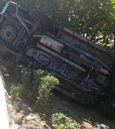 Vuelca coche en la Zona Hotelera de Cancún y cierran parcialmente a la circulación el bulevar Kukulcán