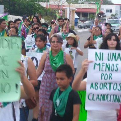 Marchan en Chetumal para exigir la legalización del aborto