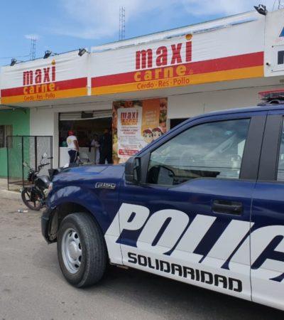 """Sujeto armado asalta """"Maxicarne"""" en Playa del Carmen; se lleva tres mil pesos"""