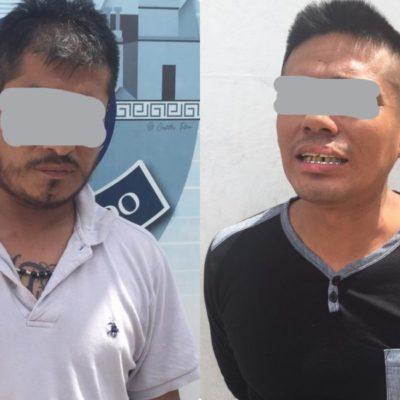 Detienen a presuntos 'tiradores' con bolsitas de marihuana y cocaína en Cancún