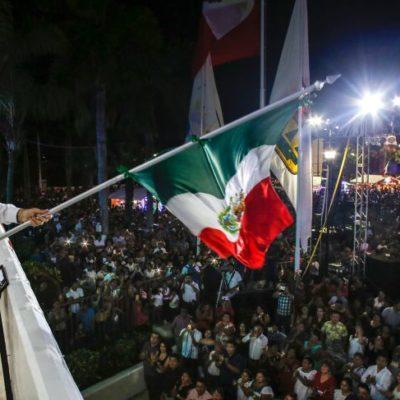Encabeza Pedro Joaquín el tradicional Grito de Independencia en Cozumel