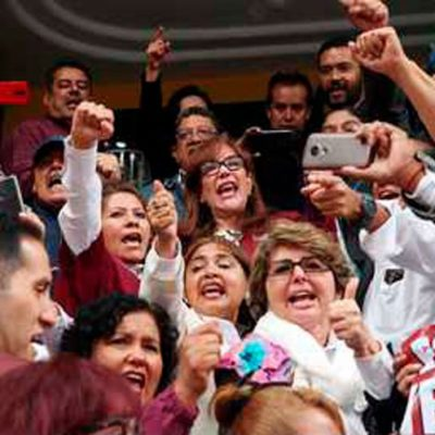 Priva desacuerdo en Morena; posponen hasta noviembre decisión de método para elegir dirigencia