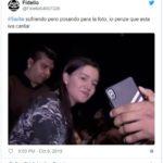Critican a Sarita por tomarse selfies durante tributo póstumo a su padre José José