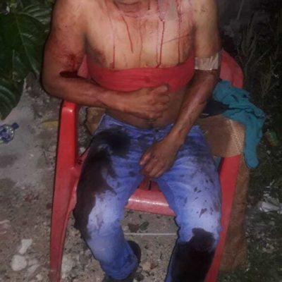 Sujeto es lesionado nueve veces con arma punzocortante al abrir la puerta de su casa en Cancún