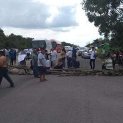 Habitantes de la comunidad Miguel Hidalgo bloquean parte de la carretera Chetumal-Cancún en reclamo de servicios médicos ante brote de dengue