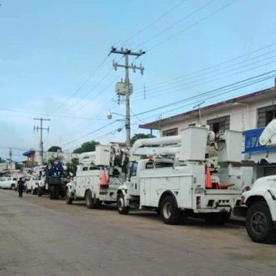 Cuadrillas de trabajadores de CFE arriban a José María Morelos para dar mantenimiento a la red de distribución de energía eléctrica