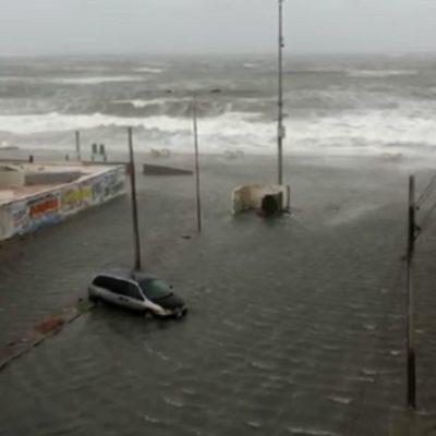 Inunda el mar calles en Veracruz por 'norte'