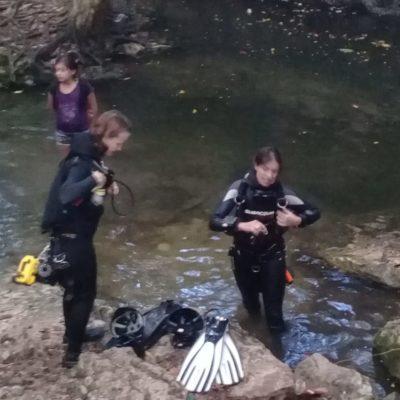 Travesura de un niño casi les cuesta la vida a dos mujeres que se metieron a bucear en cenote de Playa del Carmen, pero lograron salir ilesas