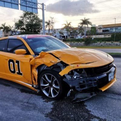 'MUSCLE CAR' PROVOCA ACCIDENTE: Chocan dos autos a la altura de Centro Maya