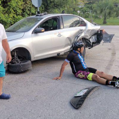 Automovilista ebrio se estrella contra coche y ciclista en Playa del Carmen