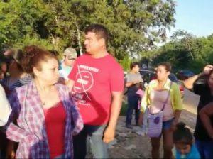 Se movilizan vecinos de Cristo Rey para protestar por amenaza de corte de electricidad