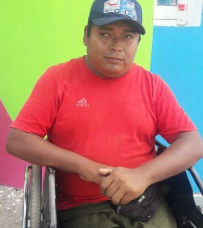 Joven con discapacidad pide apoyo económico para poder reemplazar las llantas de su silla de ruedas en José María Morelos