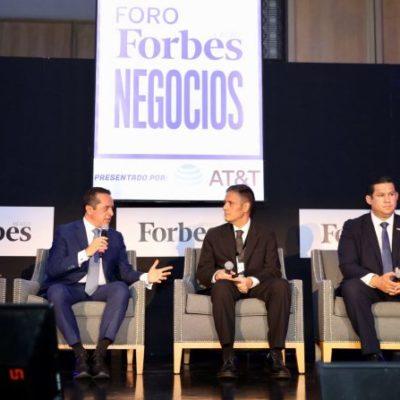 """TREN MAYA, UN PROYECTO, """"NO ES AÚN UN HECHO"""": En Foro Forbes, advierte Carlos Joaquín que no están llegando todos los recursos que se dicen hacia la zona sureste de México"""