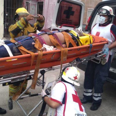 Albañil es hospitalizado tras recibir descarga eléctrica en una casa de la Sm 520 de Cancún