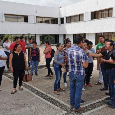 Maestros de comunidades rurales en Chetumal se manifiestan para denunciar a la SEQ por malos manejos de recursos federales